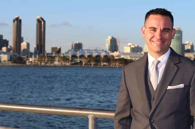 Real estate agent with a skyline behind him