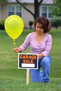 Picture of a garage sale sign