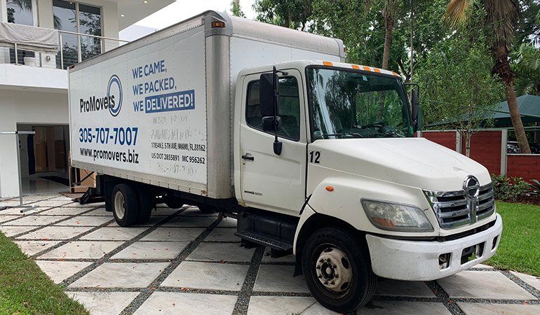 Moving truck long distnce movers Florida based drive.