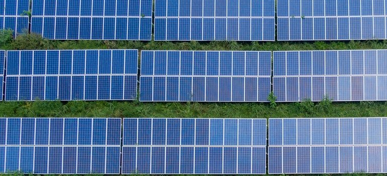 iamge of solar panels