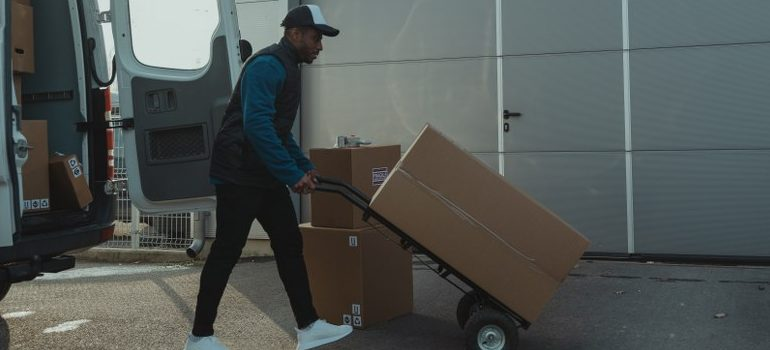 mover using a dolly